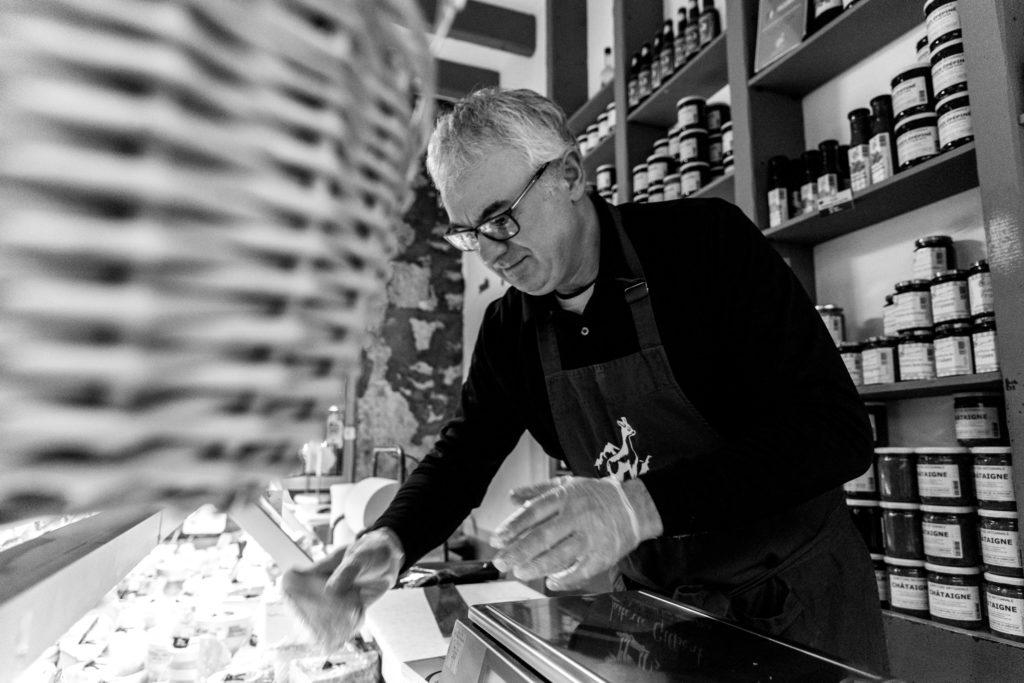Laiterie Gilbert Place Championnet , Grenoble, Baptiste Gamby Photographe Grenoble, Portraits, reportage