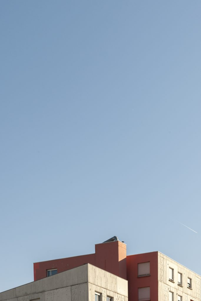 Architecture minimaliste cours de la libération