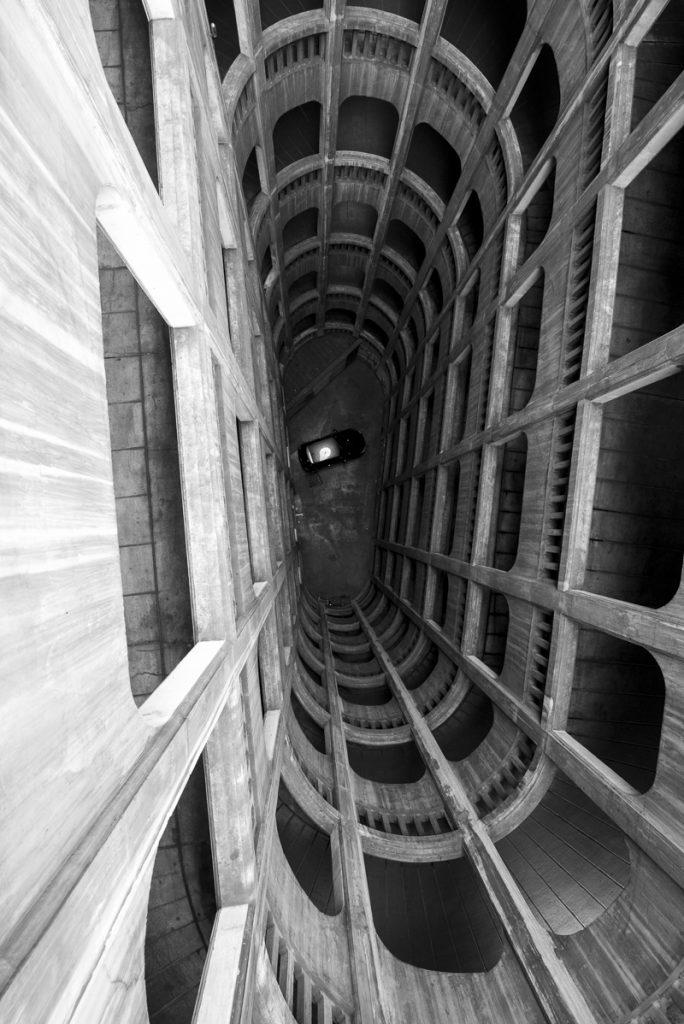 Garage parking hélicoïdale Grenoble Baptiste Gamby Photographe Architecture Grenoble Portraits Trombinoscopes entreprises Photographie d'art photographie d'art contemporain