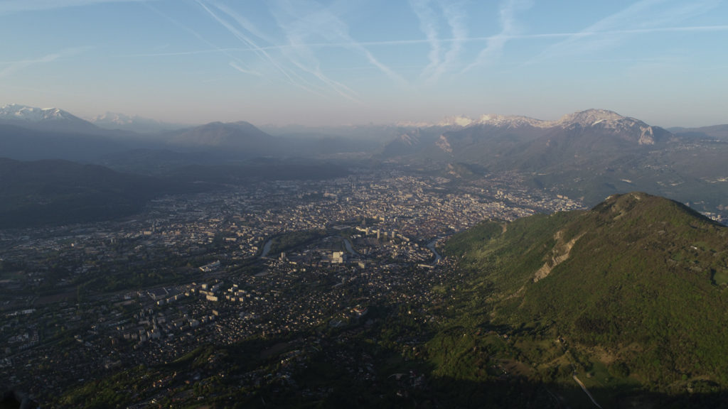 Photographe de drone Architecture Photographe Grenoble Drone Architecture entreprise Vidéaste Grenoble DJI Phantom 4 pro DJI France Pilote de drone Grenoble Direction général de l'avion civile france Grenoble Rhône Alpes Auvergne